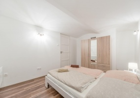 Hungary,4 Bedrooms Bedrooms,1 BathroomBathrooms,Apartment,2,1221